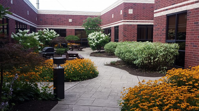 https://www.teamweston.com/wp-content/uploads/2019/09/1438799003-Overlook-20Courtyard.jpg